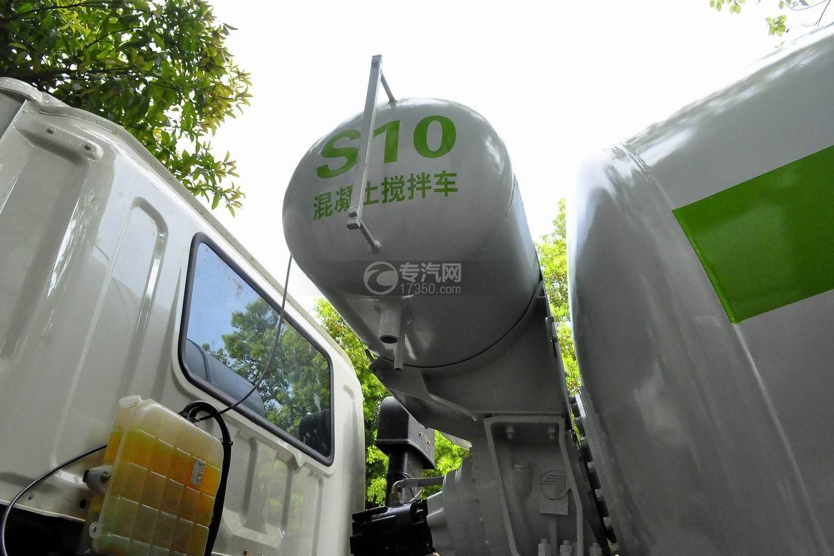 福田欧曼前四后八搅拌车液压水箱