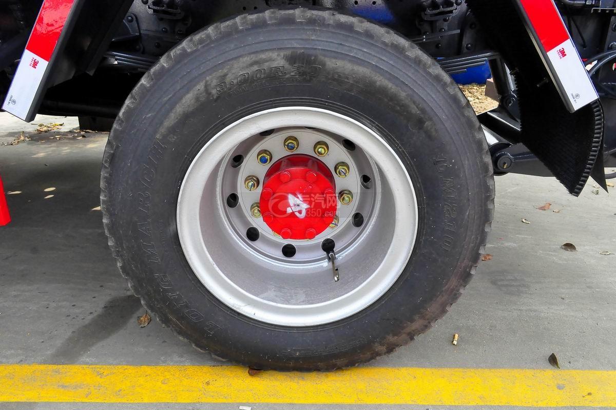 东风多利卡D9勾臂式垃圾车轮胎