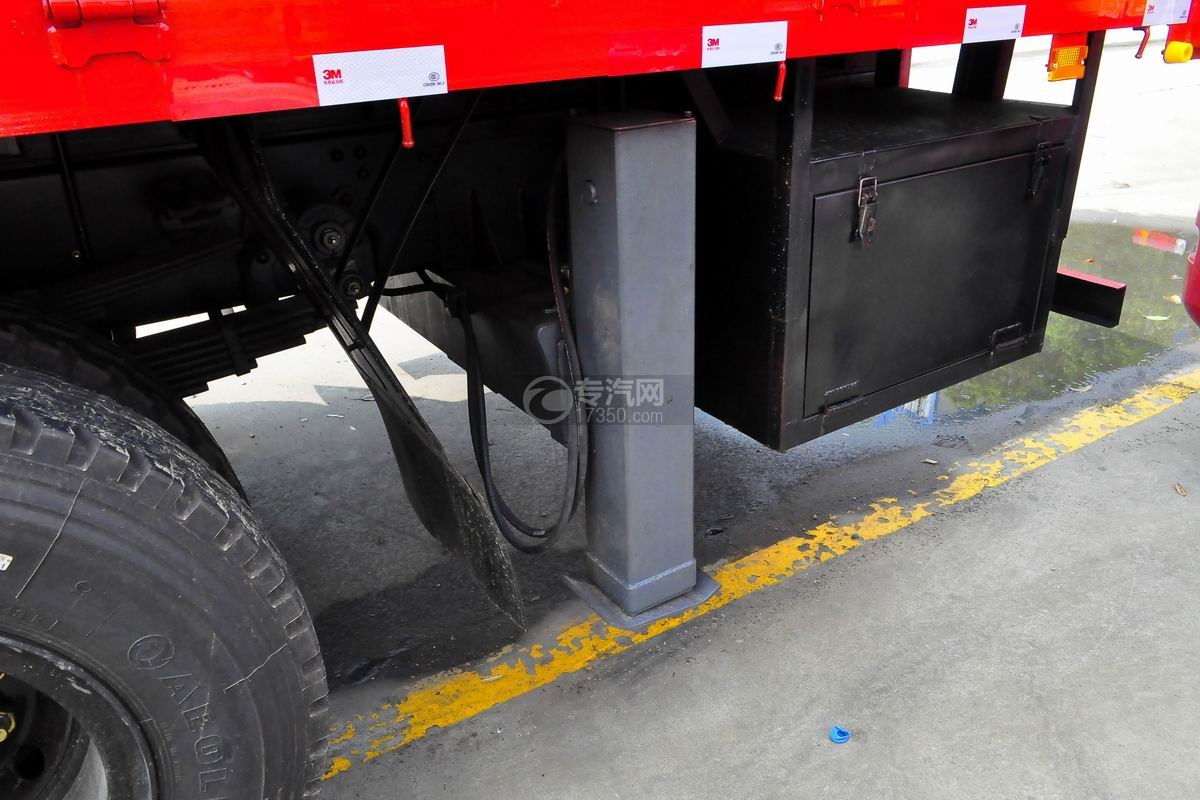 东风专用8吨直臂随车吊后支腿