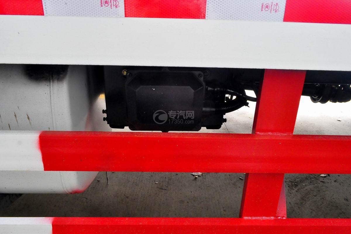 解放龙V单桥平板运输车底盘细节
