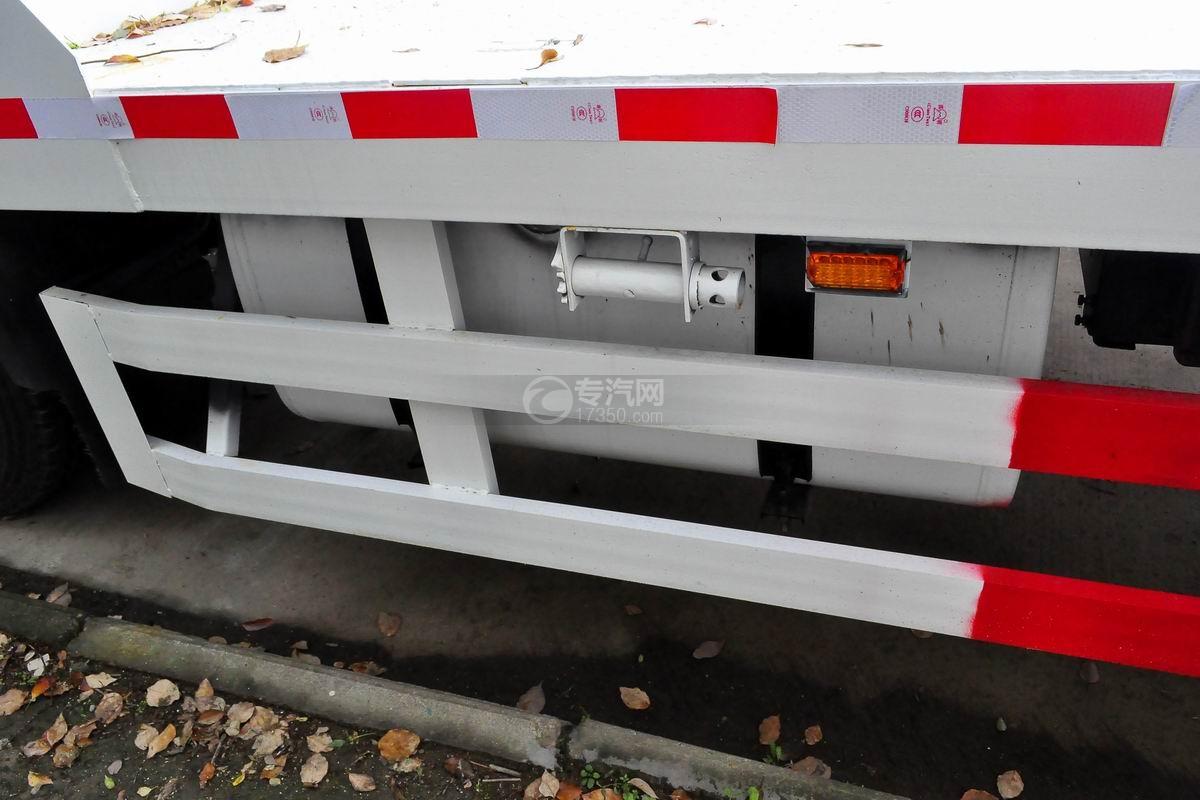 解放龙V单桥平板运输车油箱
