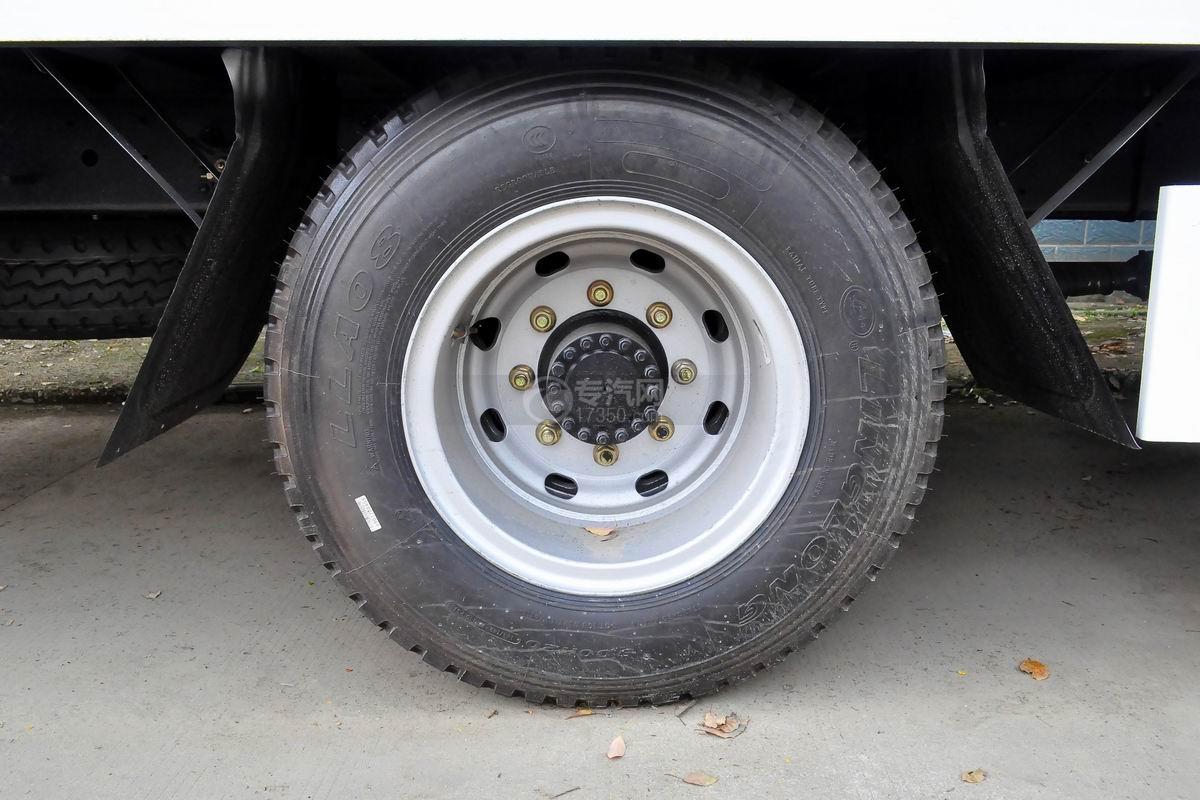 解放龙V单桥平板运输车轮胎