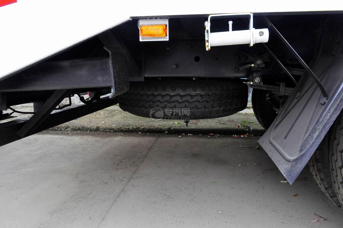解放龙V单桥平板运输车备用胎