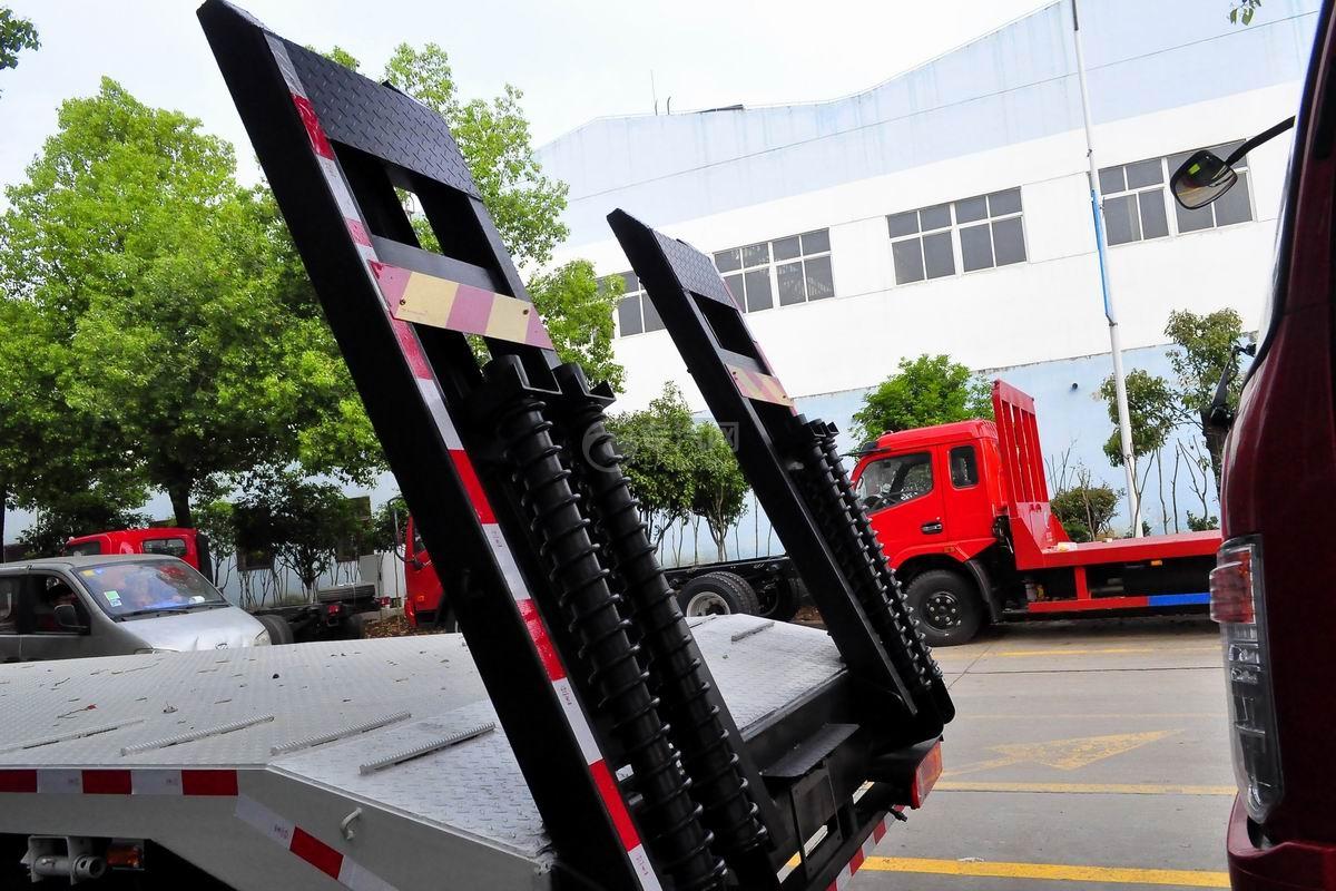 解放龙V单桥平板运输车上装爬梯