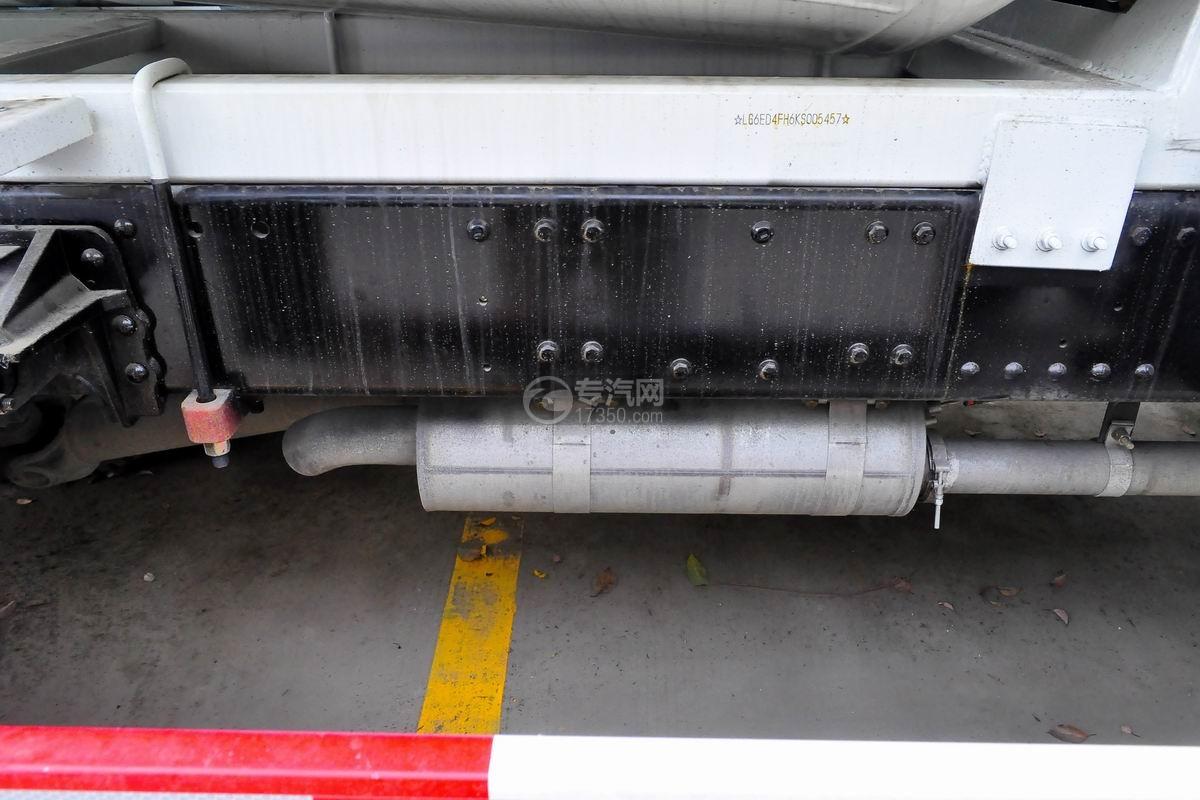 湖北大运运途6方搅拌车尾气排放管