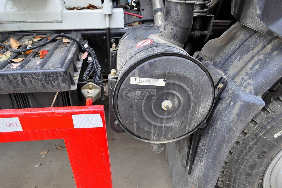 湖北大运运途6方搅拌车空气滤清器