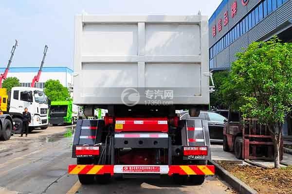 东风多利卡D9勾臂式垃圾车正后方图