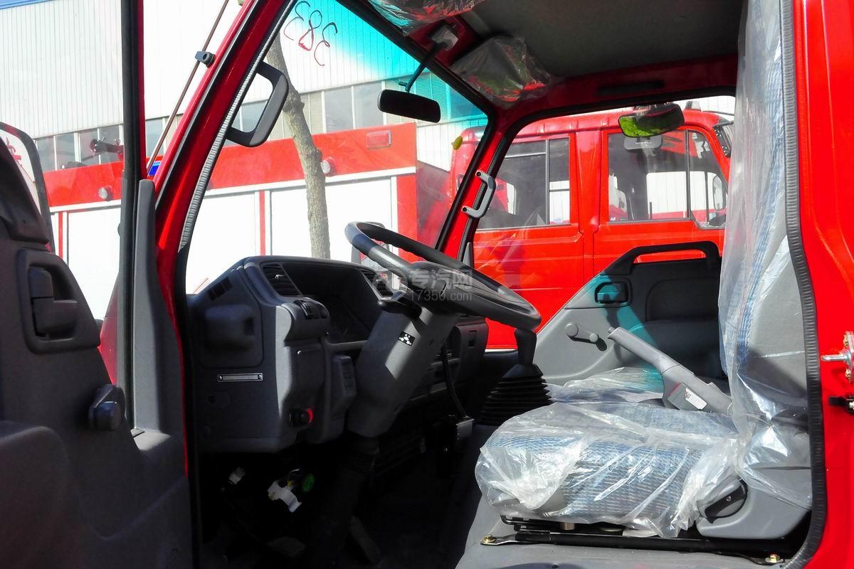 五十铃双排座ELF水罐消防车驾驶室局部图