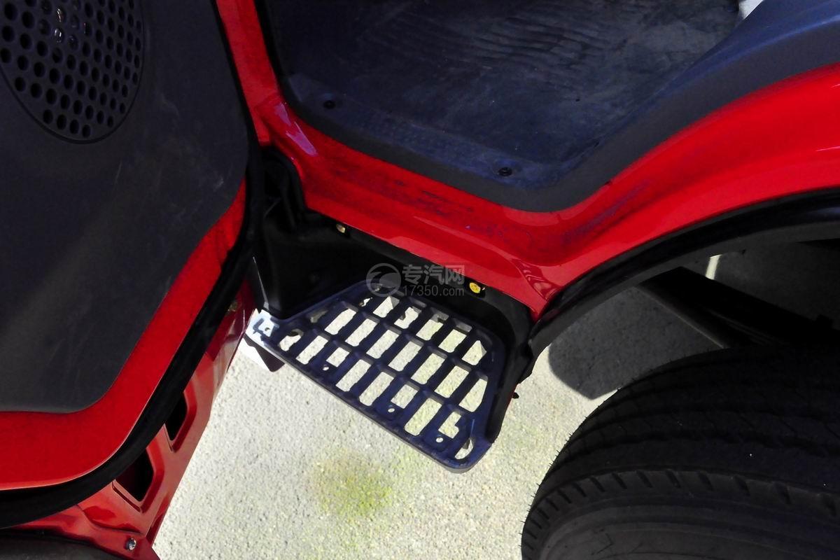 五十铃双排座ELF水罐消防车脚踏板