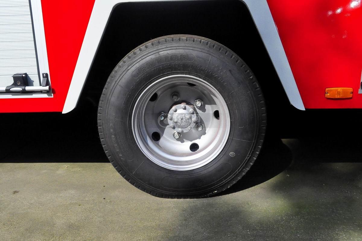 五十铃双排座ELF水罐消防车轮胎