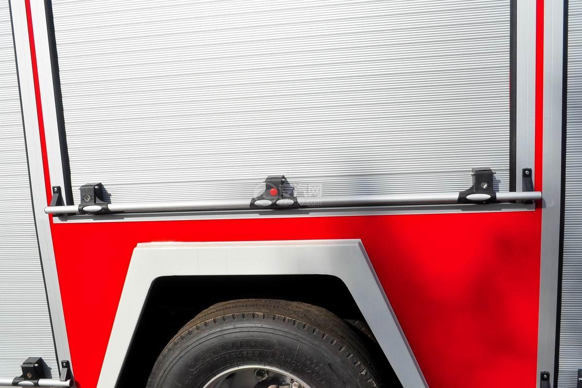 五十铃双排座ELF水罐消防车上装细节