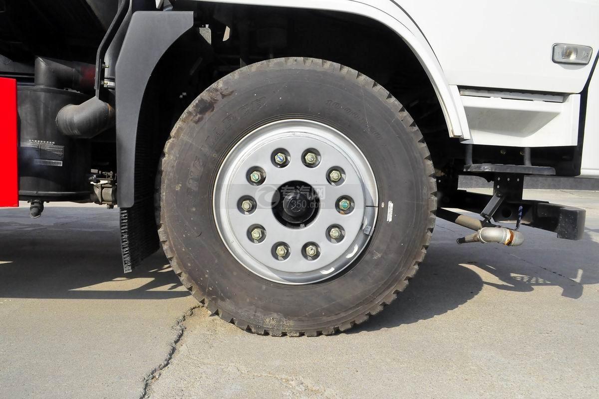 湖北大运风景15方洒水车轮胎