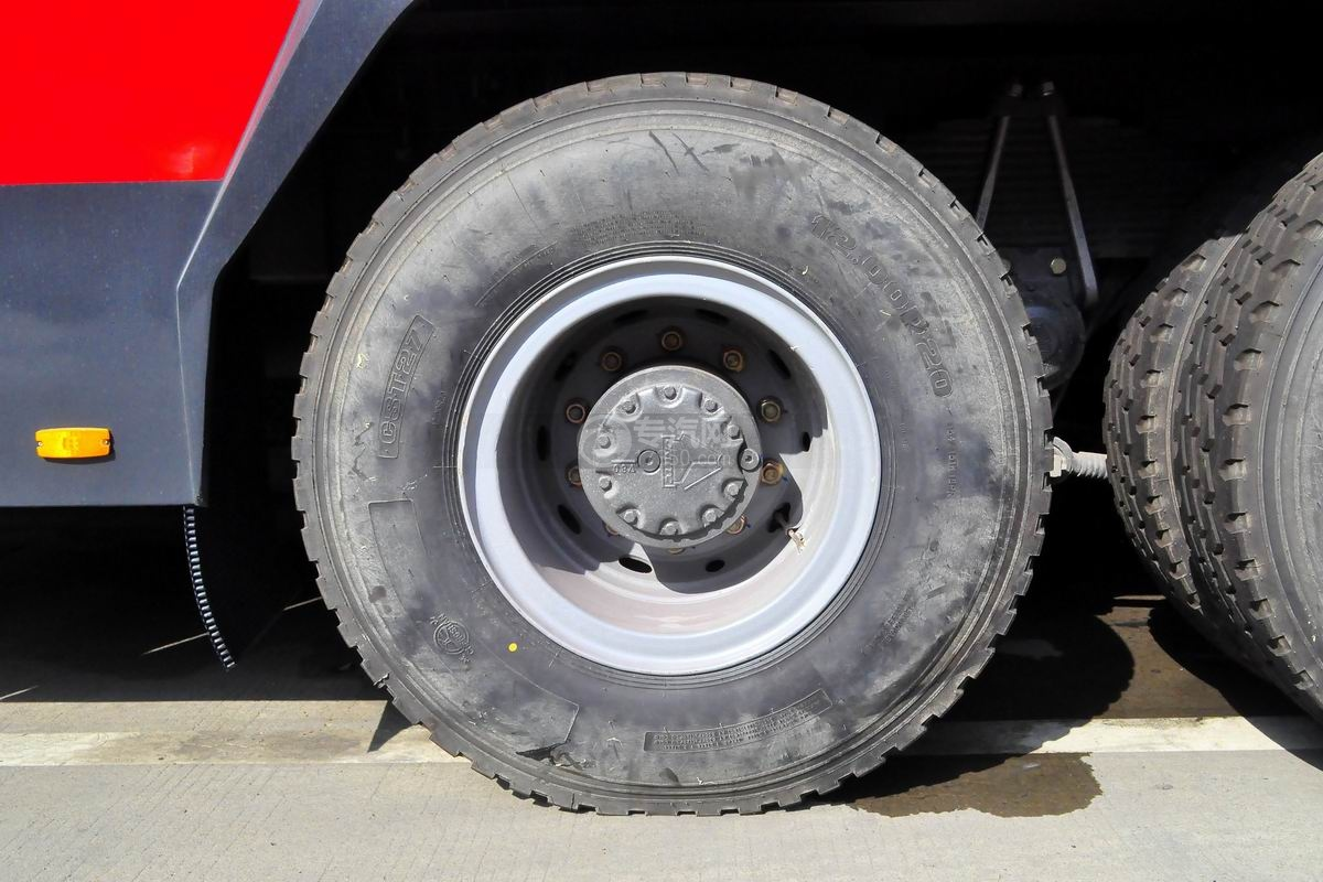重汽豪沃380後�p�蛩�罐�消防��胎