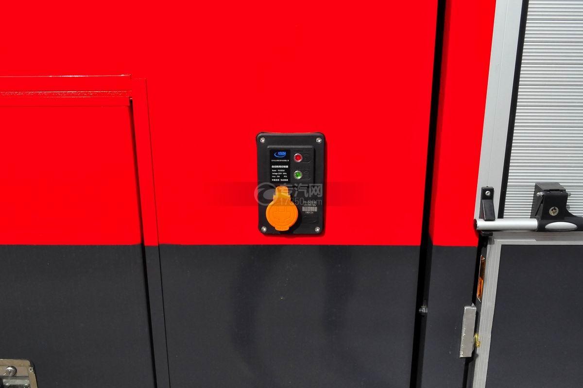 重汽豪沃380後�p�蛩�罐消防�上�b��
