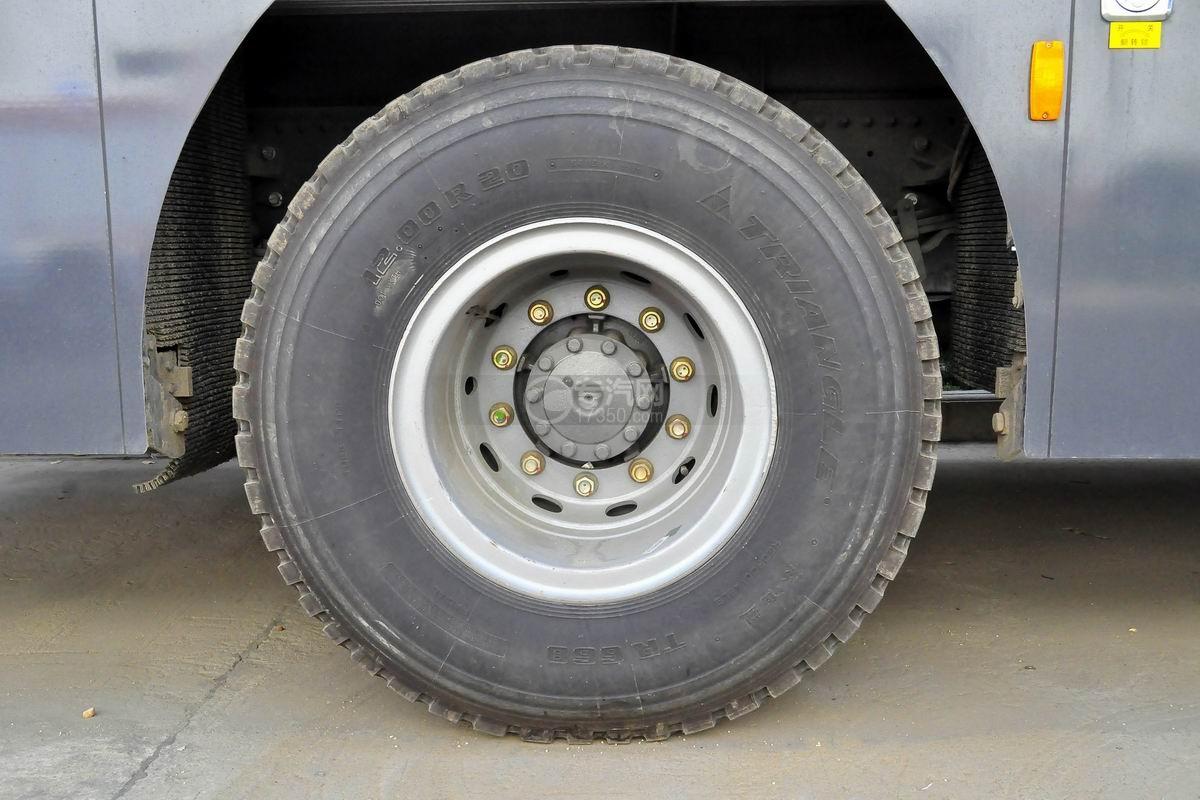 重汽HOWO单桥抢险救援消防车轮胎