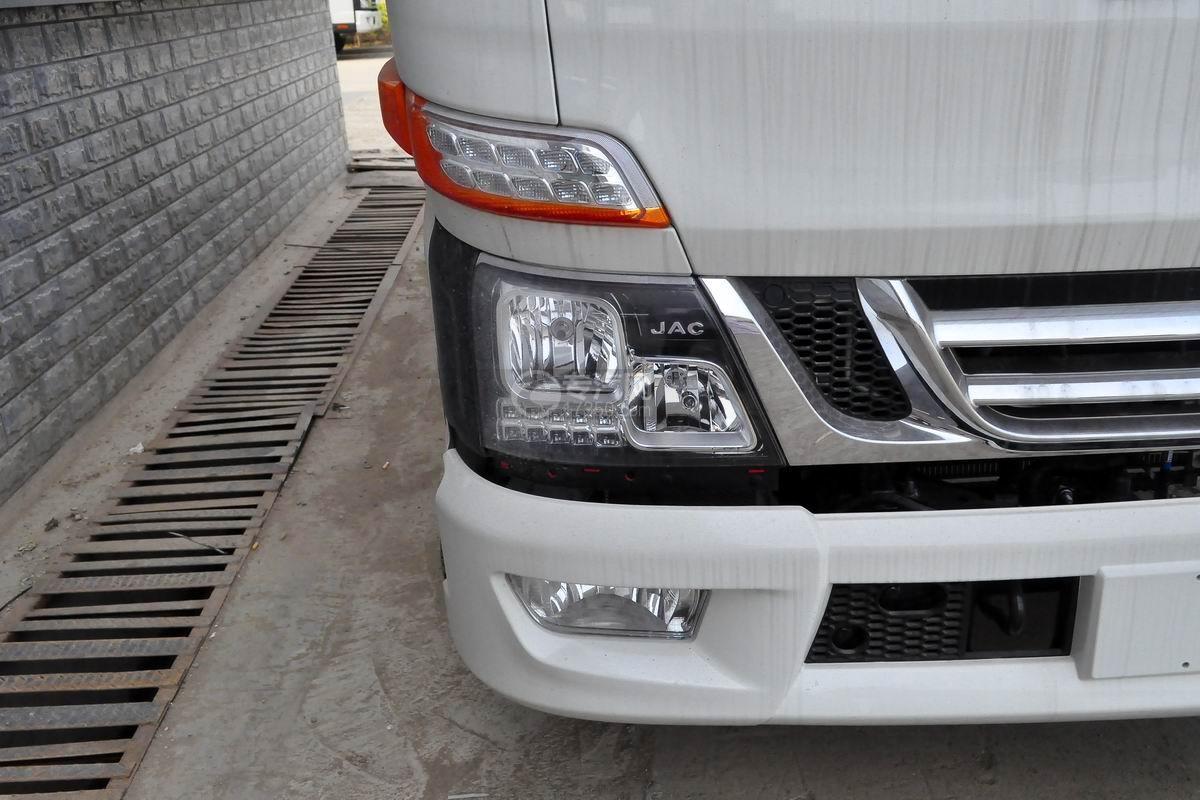 江淮骏铃V6冷藏车大灯