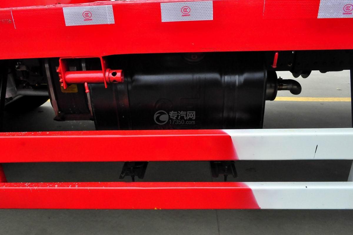 东风锦程单桥平板运输车油箱