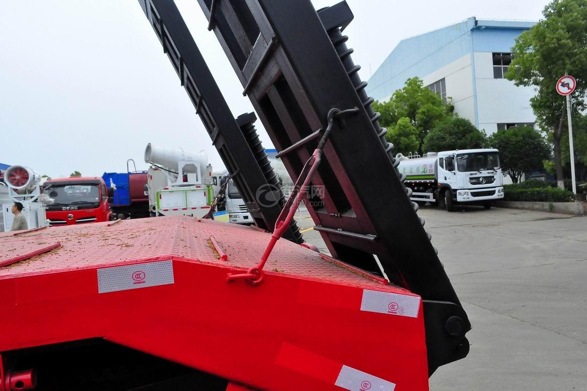 东风锦程单桥平板运输车爬梯拴紧装置