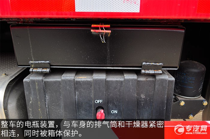 陕汽德龙新M3000前四后八336马力自卸车蓄电池