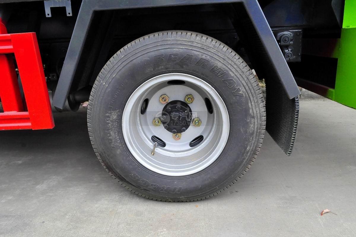 东风多利卡6方餐厨式垃圾车轮胎