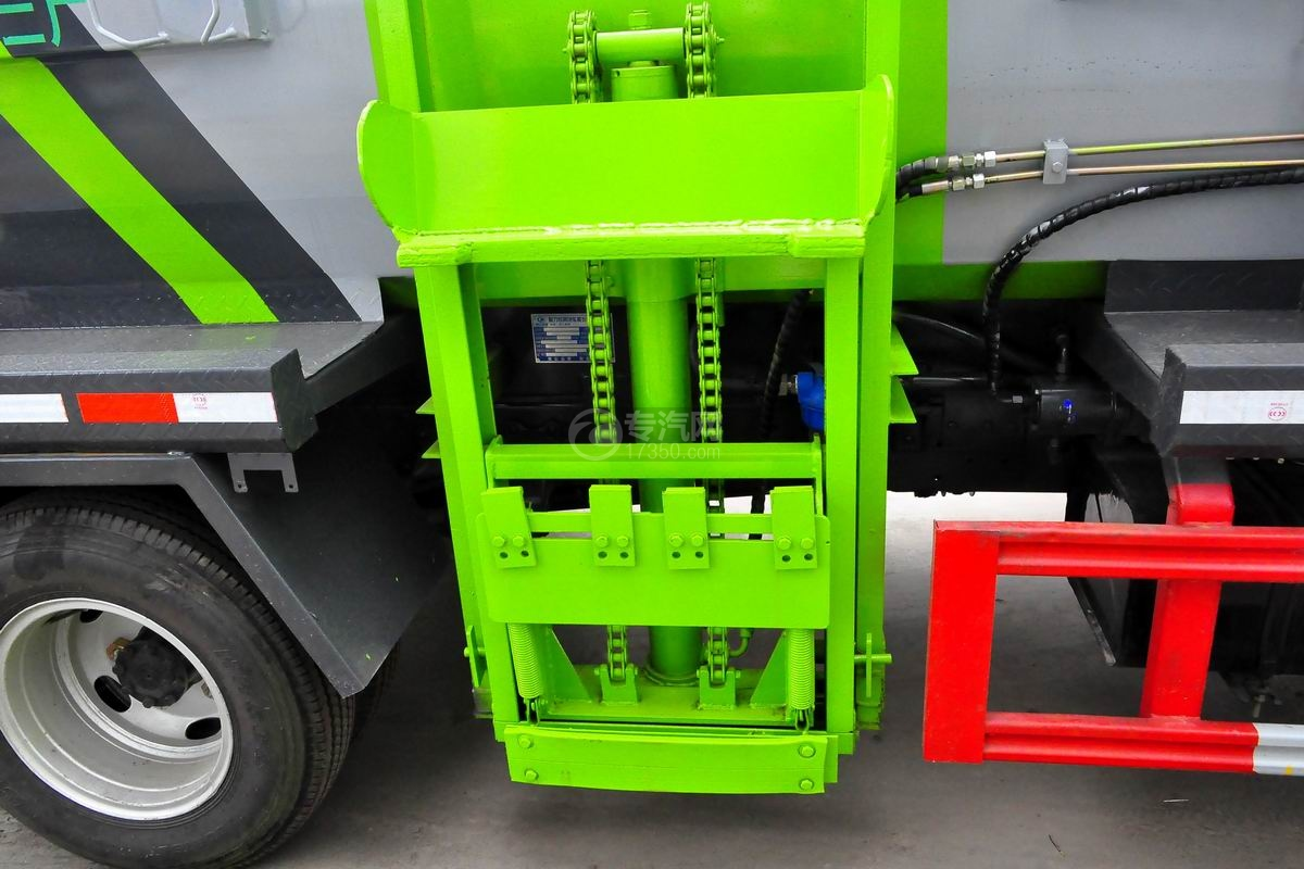 东风多利卡6方餐厨式垃圾车上装上料机构