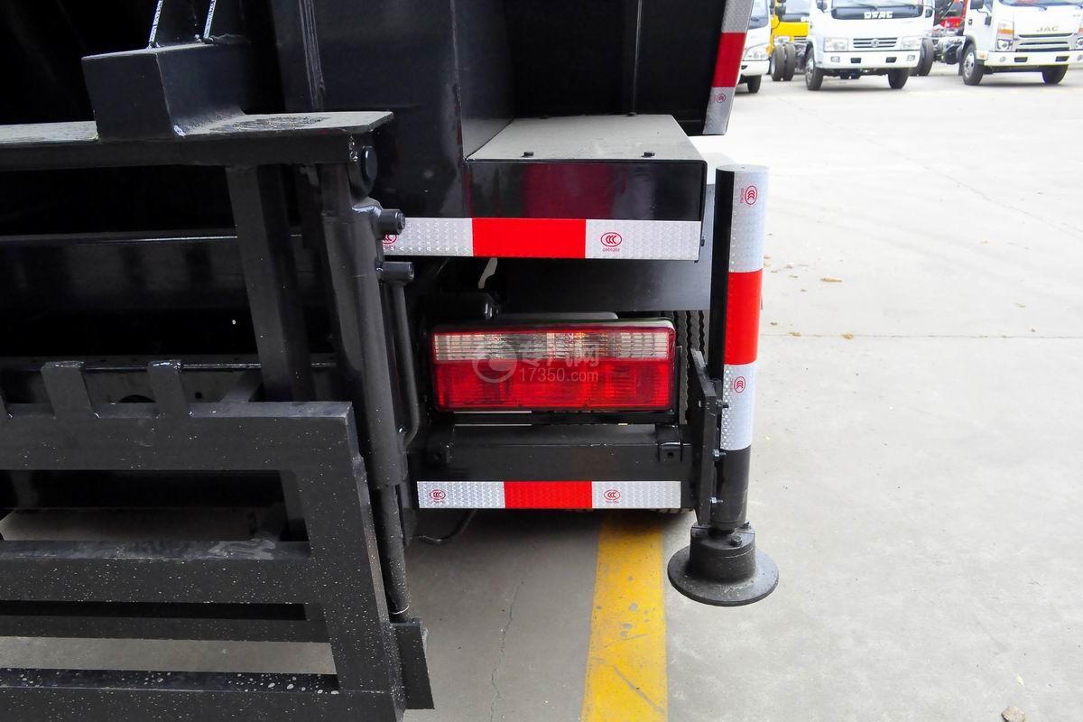东风多利卡国六压缩式垃圾车外观尾部示意灯