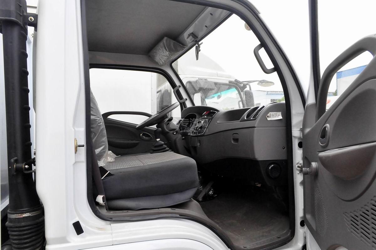 东风多利卡国六压缩式垃圾车驾驶室