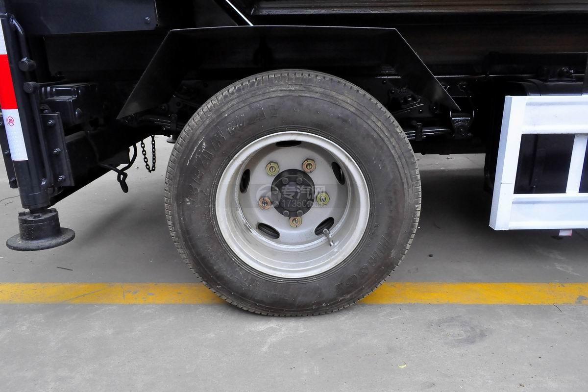 东风多利卡国六压缩式垃圾车轮胎