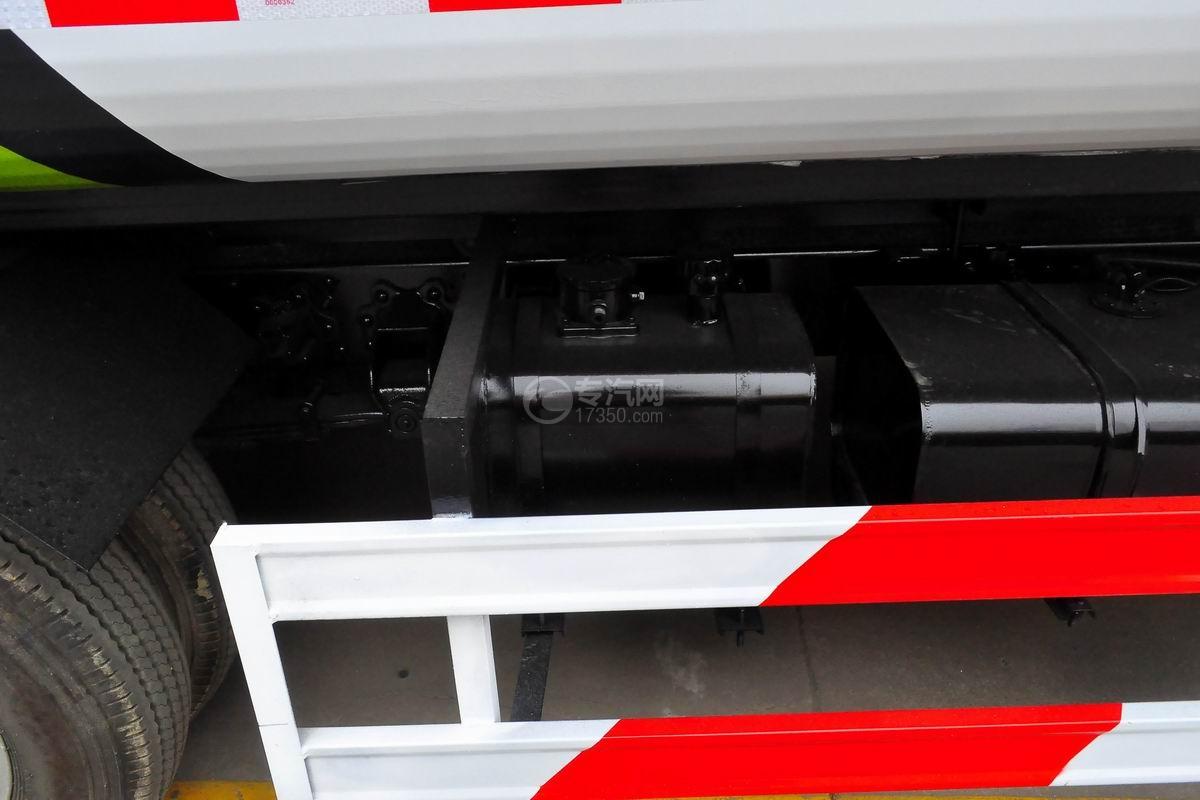 东风多利卡国六压缩式垃圾车液压油箱