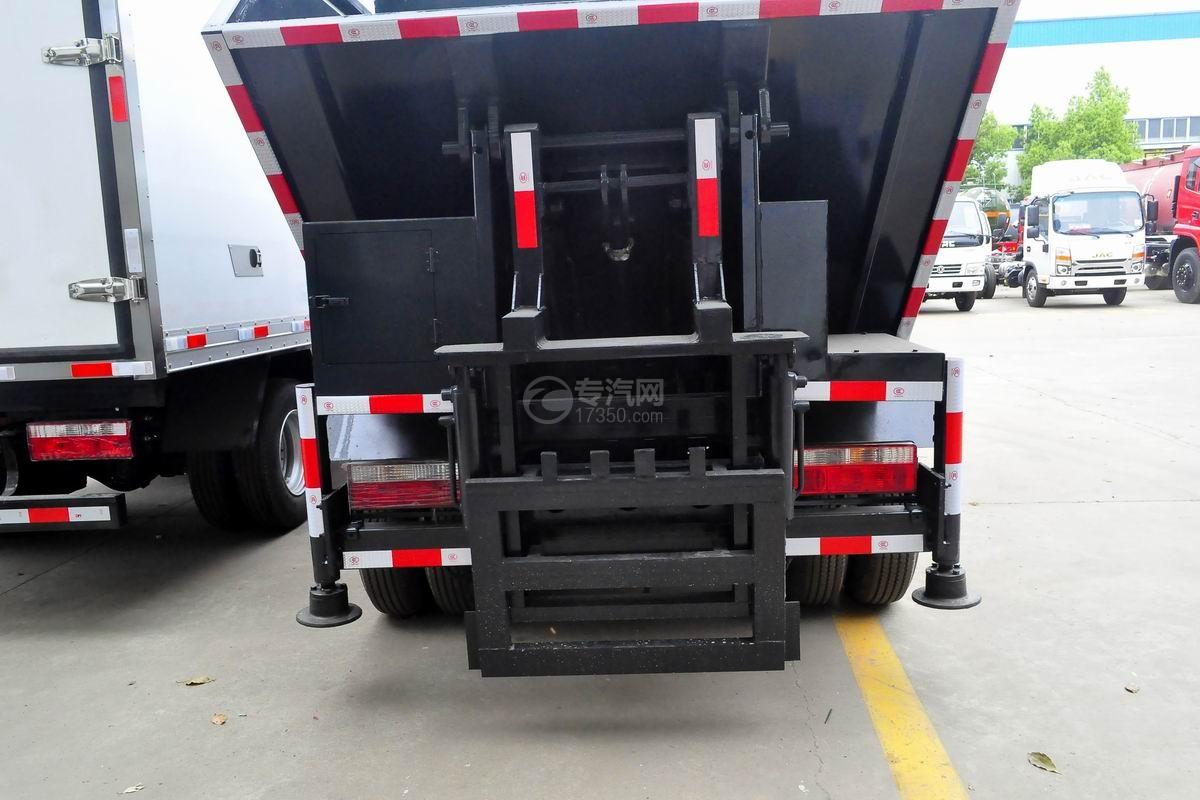 东风多利卡国六压缩式垃圾车上装细节