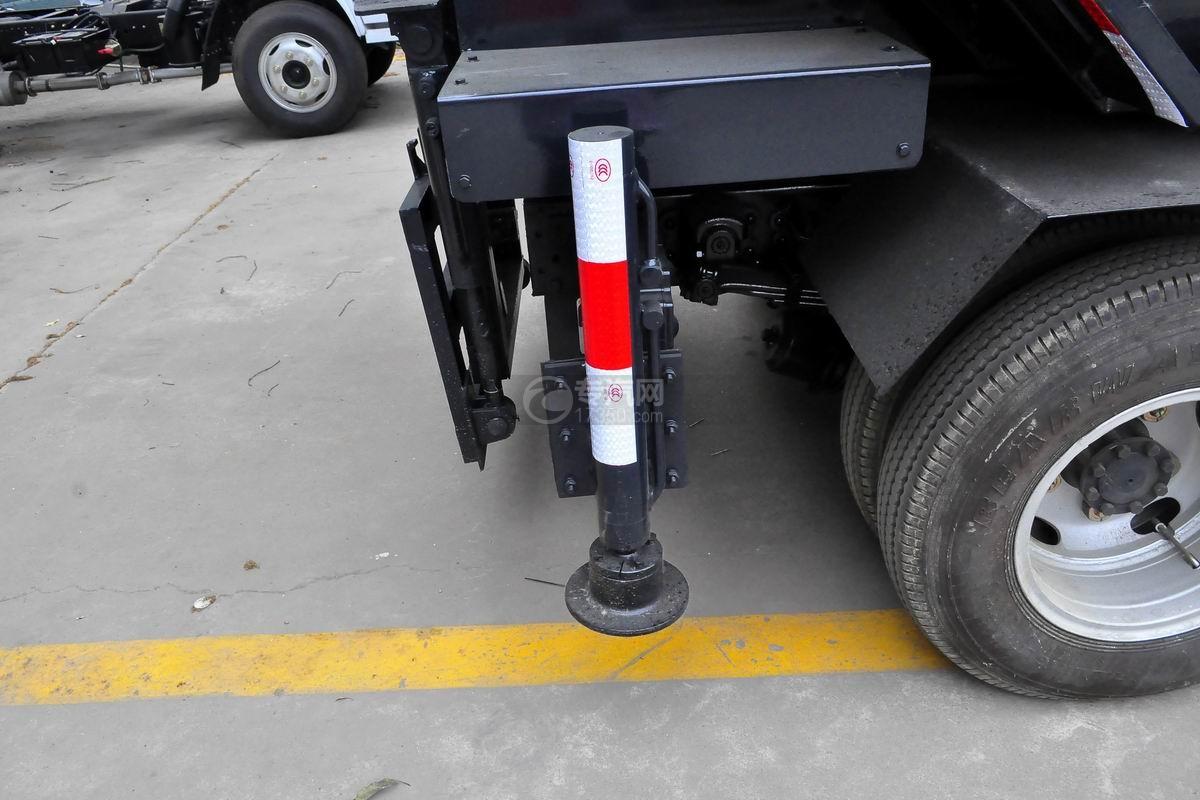 东风多利卡国六压缩式垃圾车上装支腿