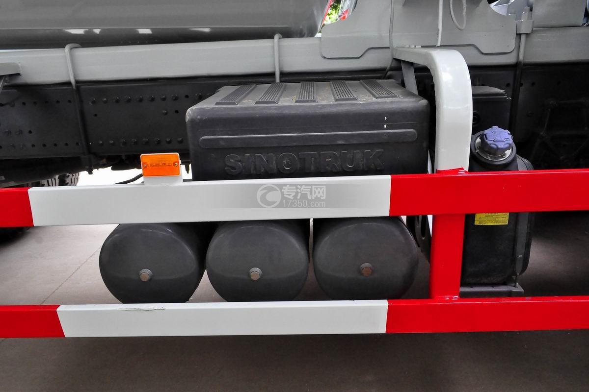 重汽豪沃后双桥搅拌车蓄电池、储气罐
