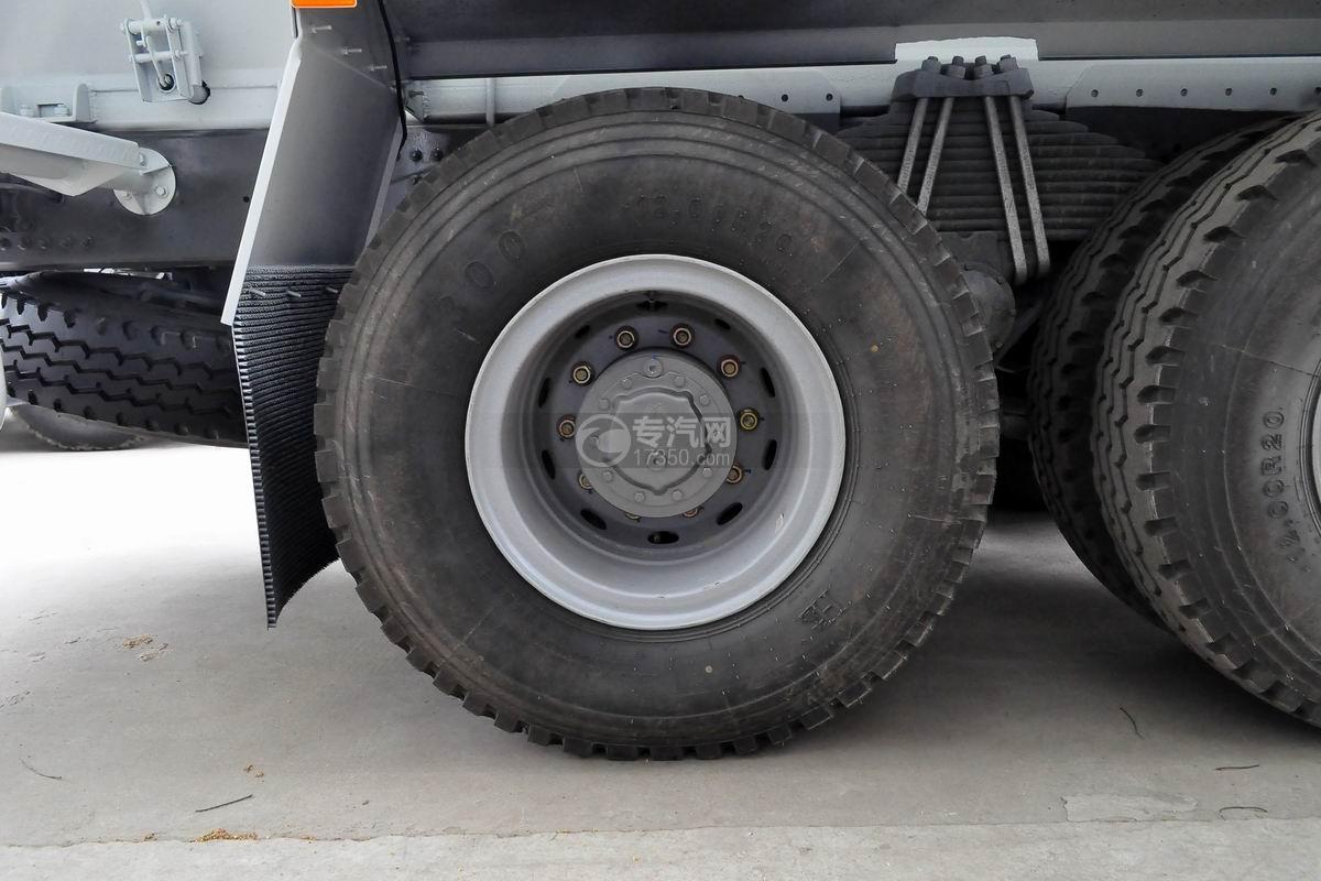 重汽豪沃后双桥搅拌车轮胎