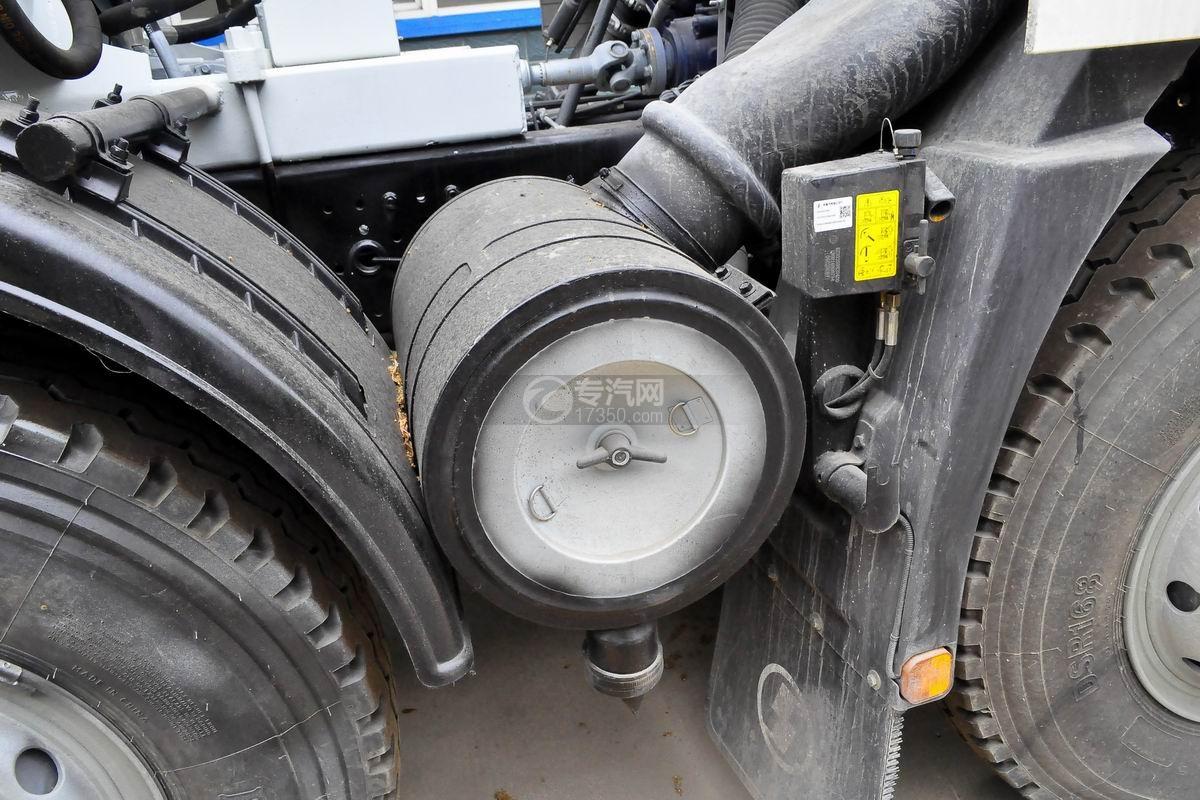 陕汽德龙新M3000前四后八搅拌车空气滤清器