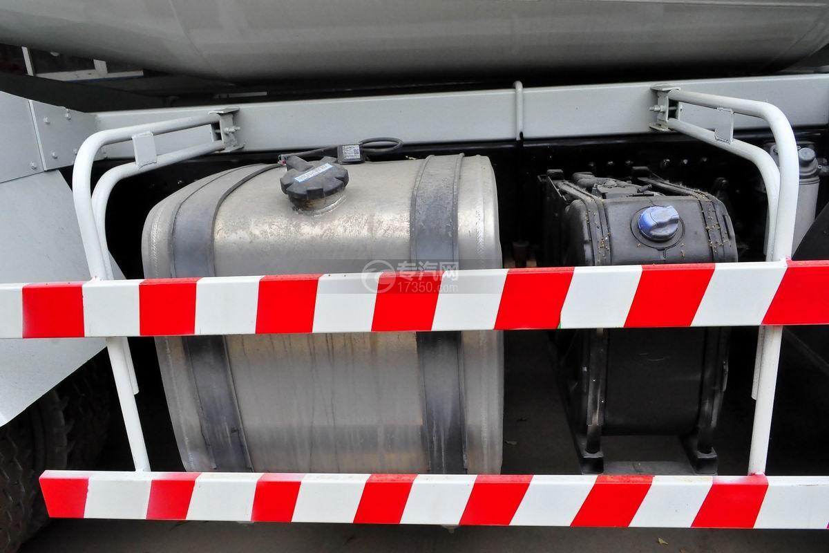 陕汽德龙新M3000前四后八搅拌车油箱、尿素罐