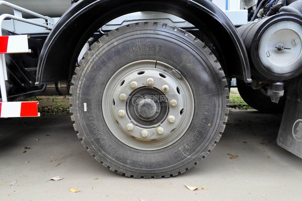陕汽德龙新M3000前四后八搅拌车轮胎
