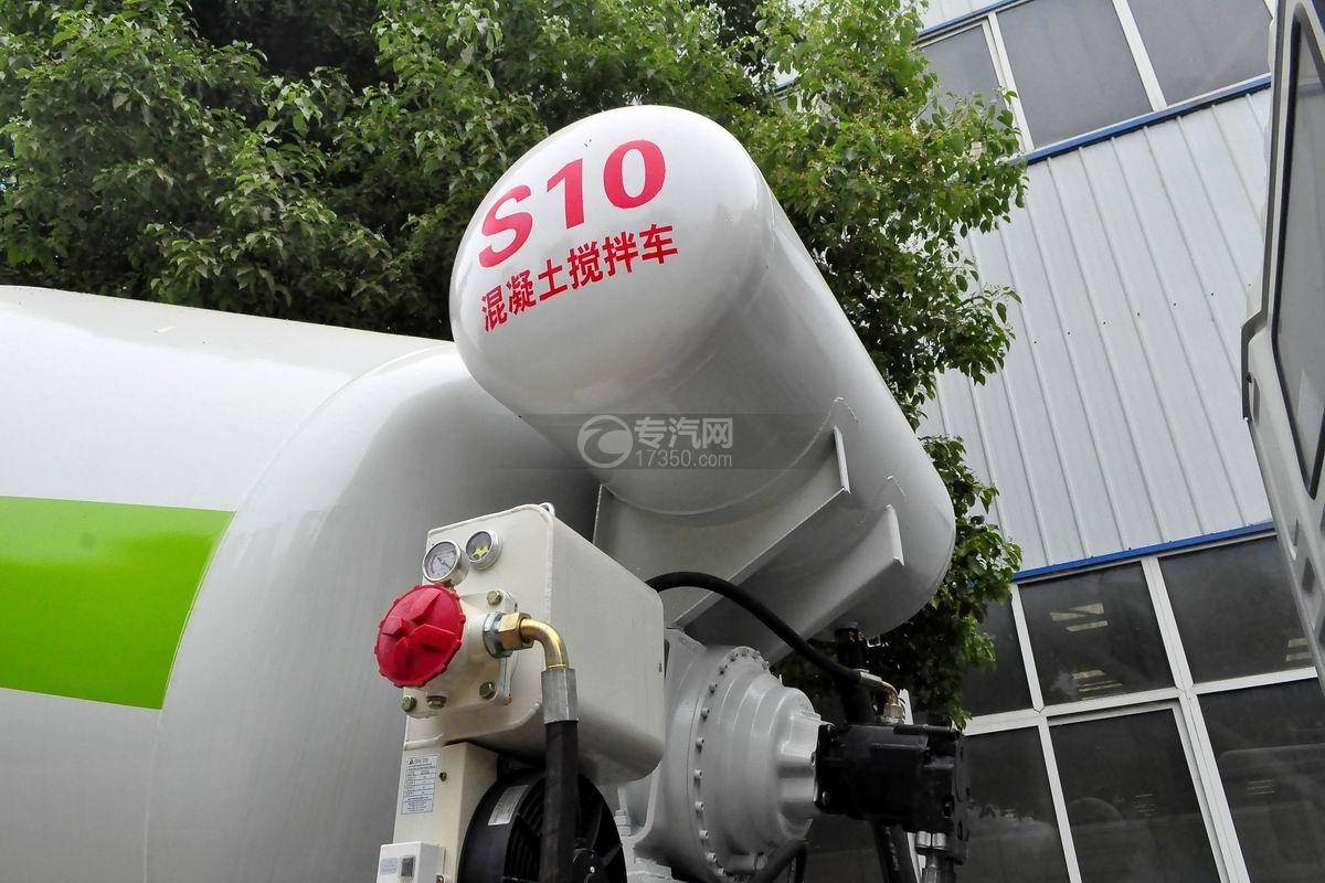 陕汽德龙新M3000前四后八搅拌车压力水箱