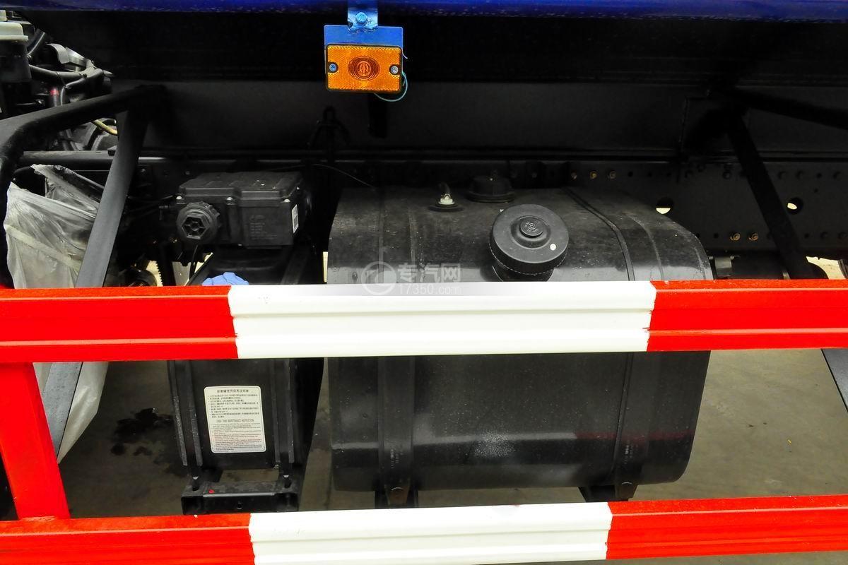 东风专用底盘D3绿化喷洒车油箱