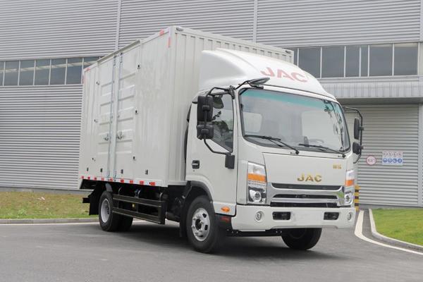 驾驶厢式货车需要注意哪些事项?