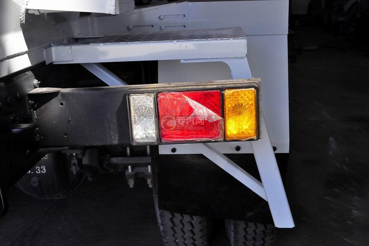福田瑞沃E3单桥搅拌车尾灯