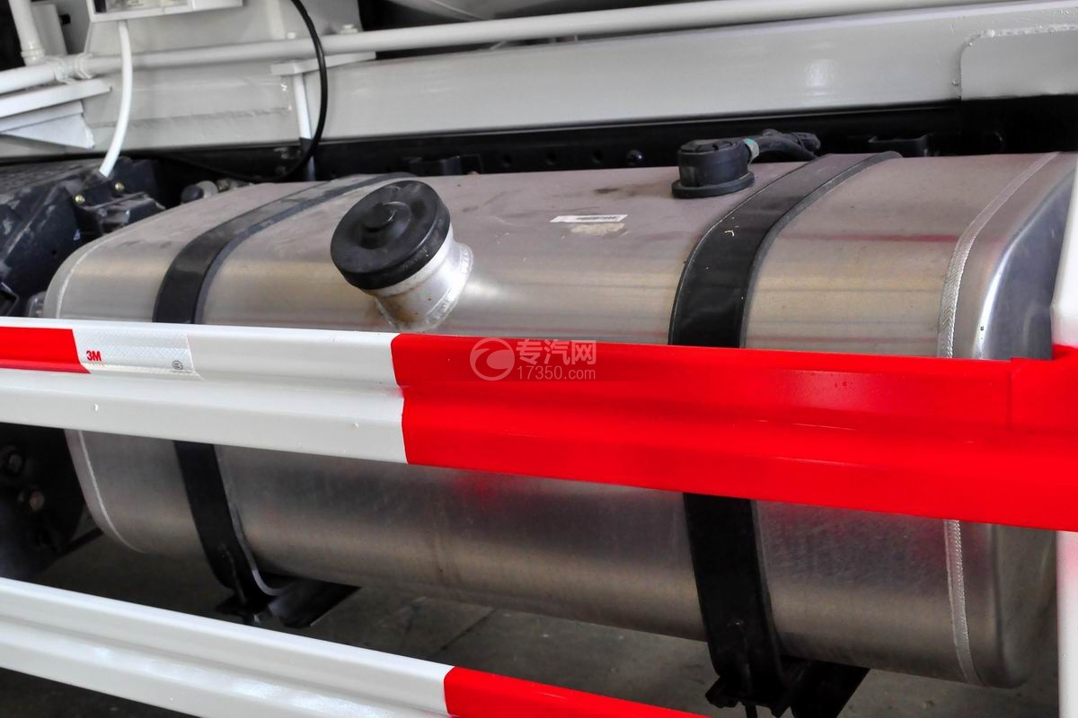 福田瑞沃E3单桥搅拌车油箱