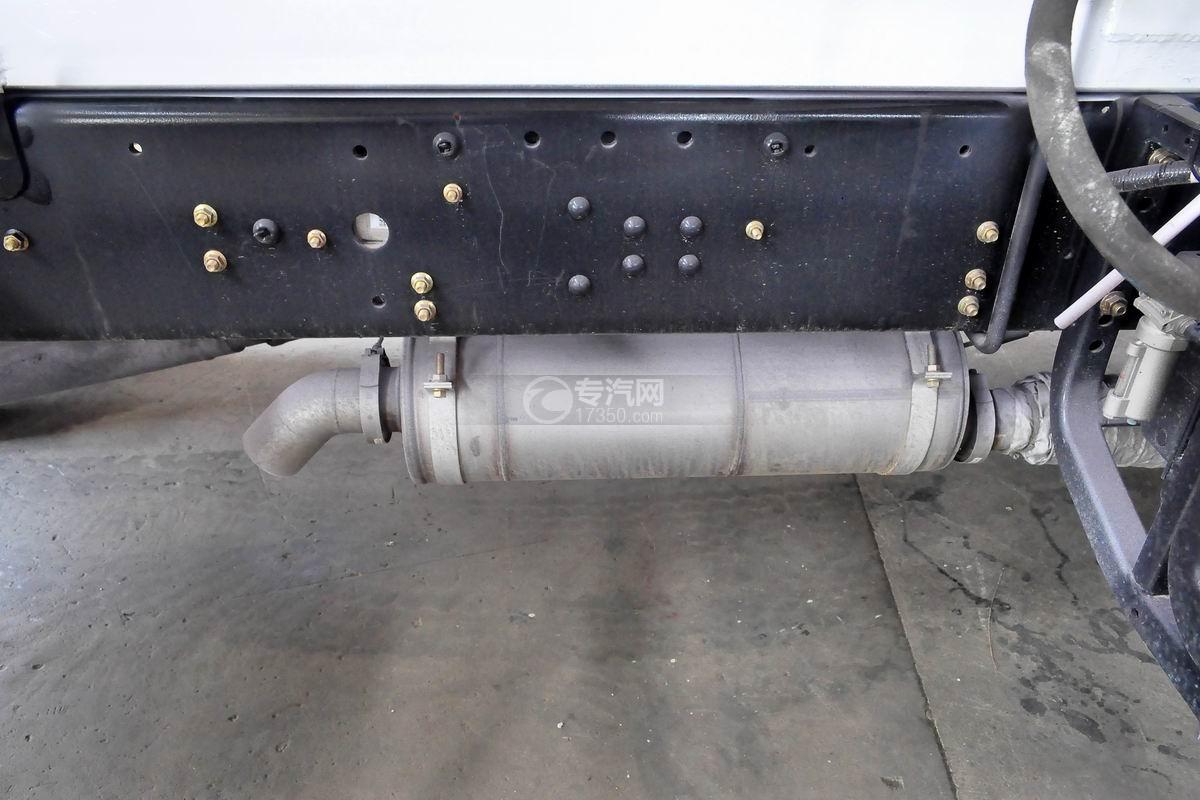 福田瑞沃E3单桥搅拌车尾气排放管