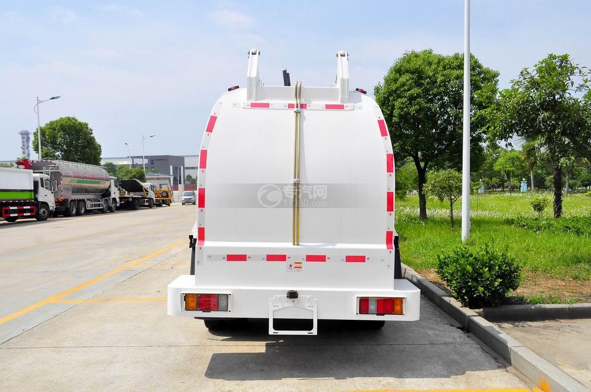 庆铃五十铃600P餐厨式垃圾车正后方图
