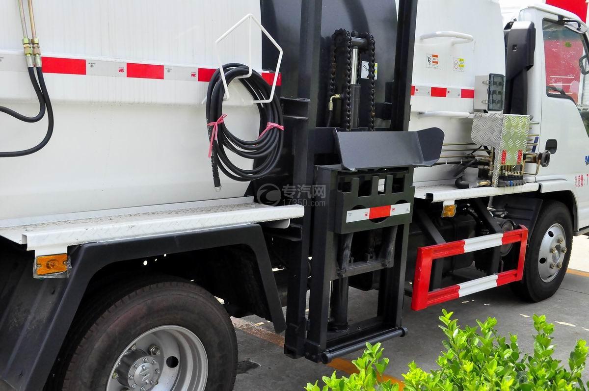 庆铃五十铃600P餐厨式垃圾车上料机构