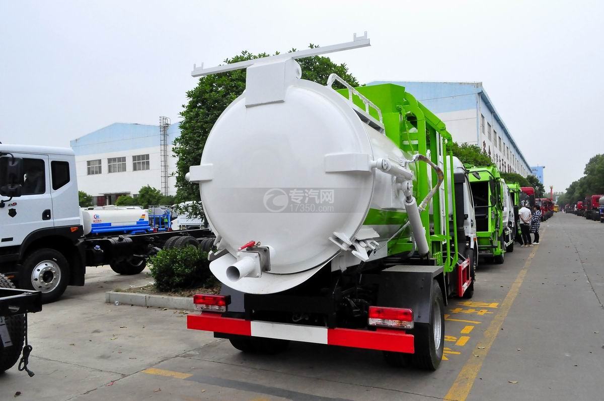 东风多利卡8方餐厨式垃圾车侧后方图