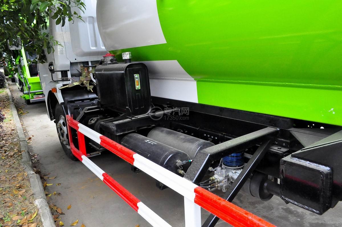 东风多利卡8方餐厨式垃圾车液压油箱