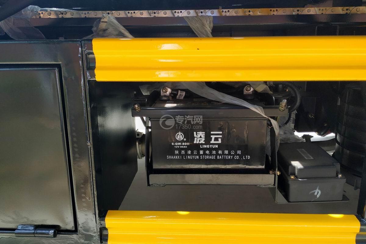 大運奧普力一拖二全落地清障車蓄電池