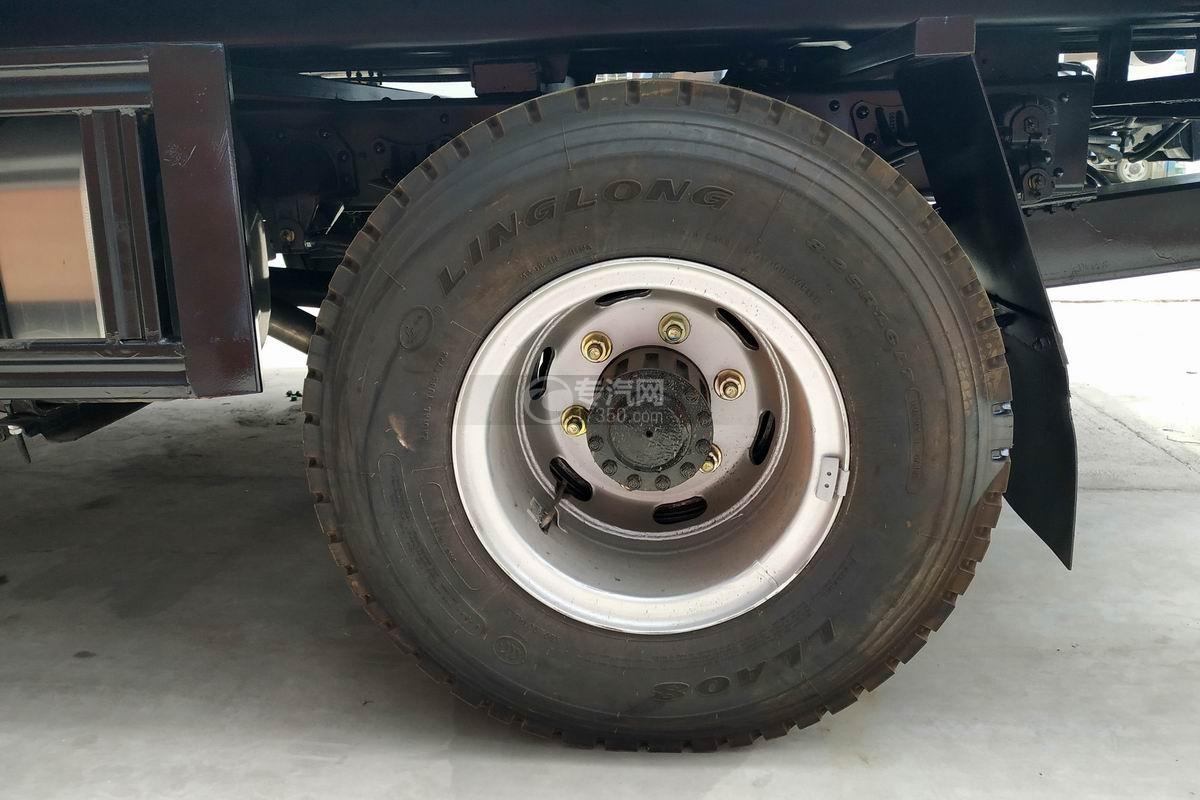 重汽豪沃一拖二清障車輪胎