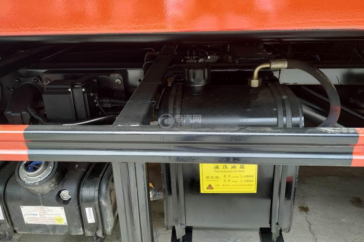 重汽豪沃一拖二清障車液壓油箱
