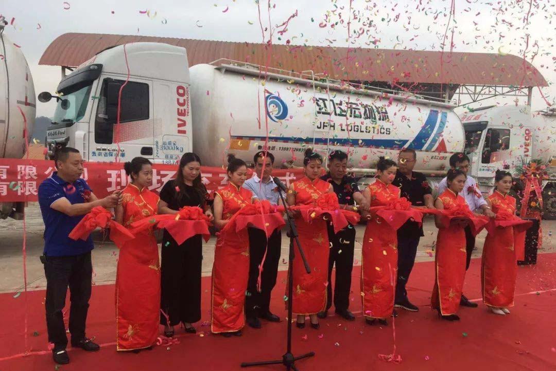 铁马专用车公司散装物料运输车成功交付用户